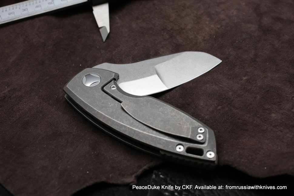 DISCONTINUED - PeaceDuke (M390, Ti, undirectional CF)